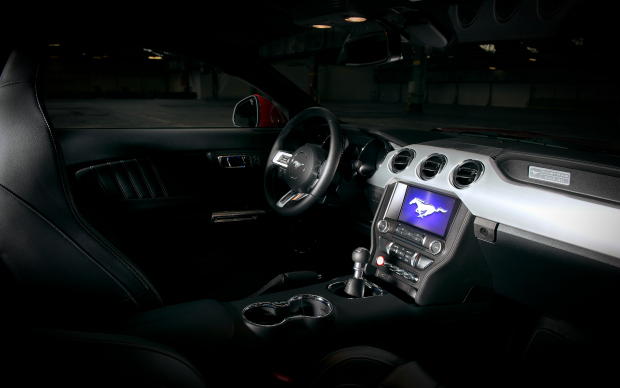 10_FordMustang_Interior_front_small